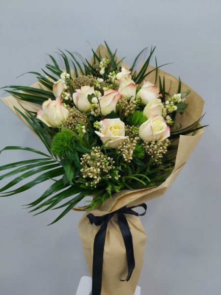 10 Adet İthal Gülden Çiçek Buketi