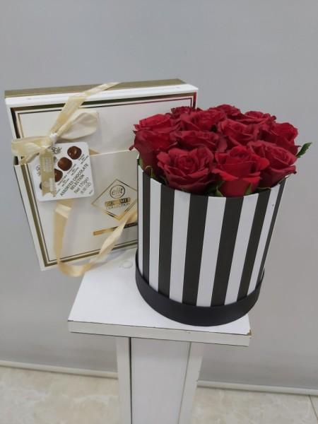 Kutuda 11 Gül ve Çikolata