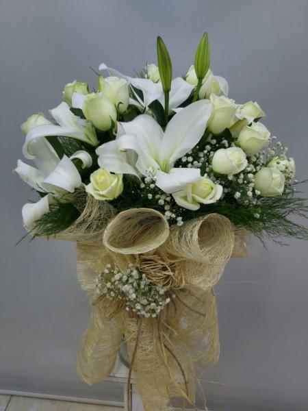 Beyaz Gül Beyaz Lilyum Çiçek Buketi