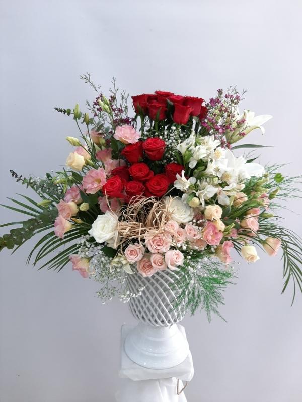 Örgülü Seramikte Çiçek Aranjmanı