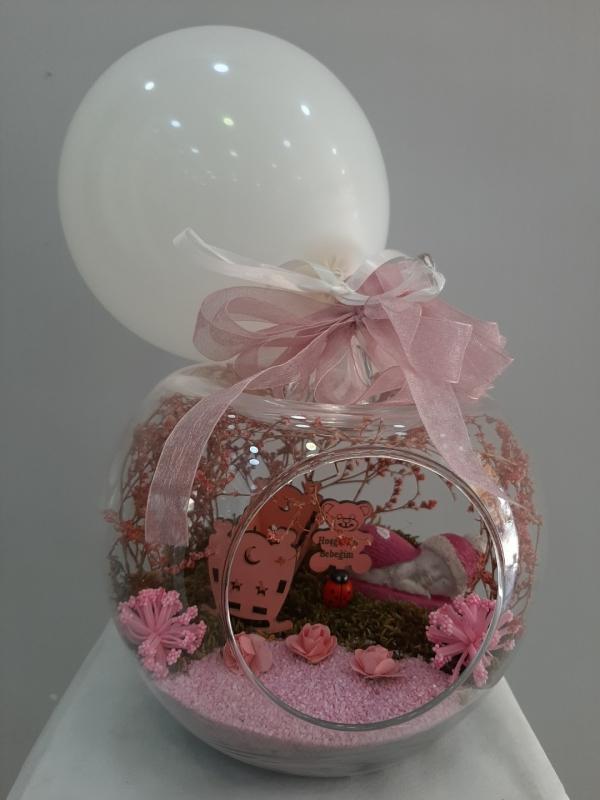 Kız Bebek Yeni Doğan Çiçekleri