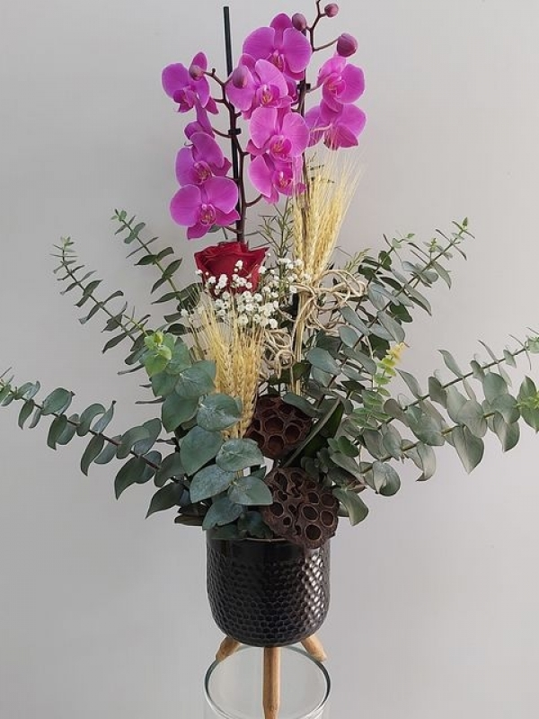 Ayaklı Vazoda 2 Dal Mor Orkide