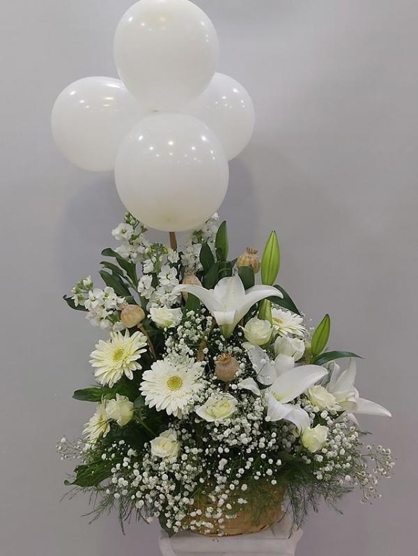 Balonlu Gösterişli Çiçek Aranjmanı