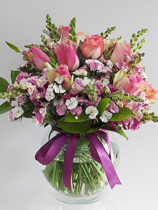 Fanusta İthal Güller ve Kır Çiçekleri