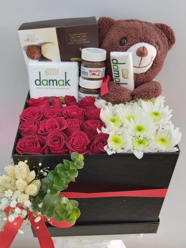 Çiçek Çikolata Hediye Kutusu