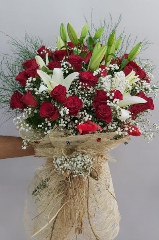 Lilyum Kırmızı Gül Çiçek Buketi