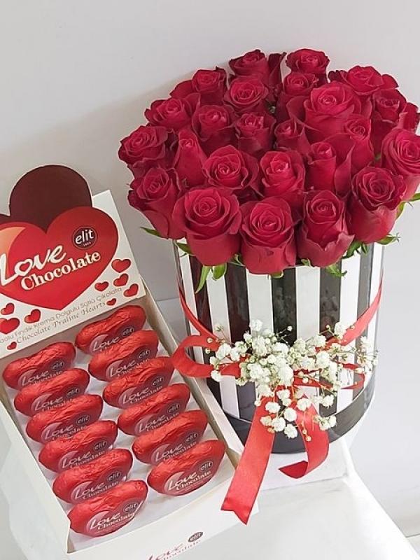 Kutuda Gül 21 Adet Kalp Çikolata