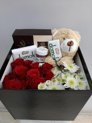 İzmir Hediye Kutusu Çiçek Çikolata