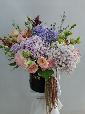 Kutuda Renkli Gösterişli Çiçek Aranjmanı