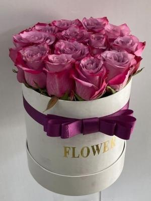 Beyaz Kutuda İthal Mor Güller