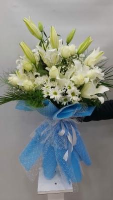 Mor Ambalajlı Beyaz Çiçek Buketi