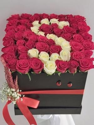Siyah Kutuda Kırmızı Güller Baş Harf