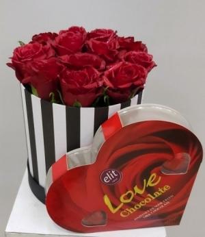 Kutuda 11 Gül ve Kalp Çikolata