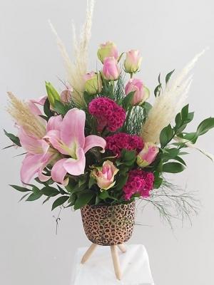 Özel Seramik Vazoda Tasarım Çiçek